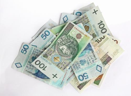 Pożyczka online - banknoty 100 zł
